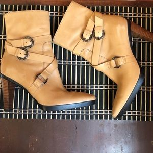 Gorgeous Tod's Beige Leather Mid-calf Boots